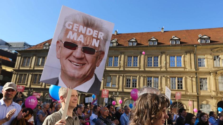 """Gegner des grün-roten Bildungsplans demonstrieren am 19. Oktober in Stuttgart gegen den Passus zur Sexualerziehung der """"Vielfalt."""""""