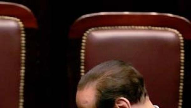 Prodi setzt sich mühevoll durch - Berlusconi tritt am Dienstag ab
