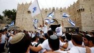 In der Altstadt feiern Juden den Jerusalem-Tag, der dieses Jahr auf den 13. Mai fiel.