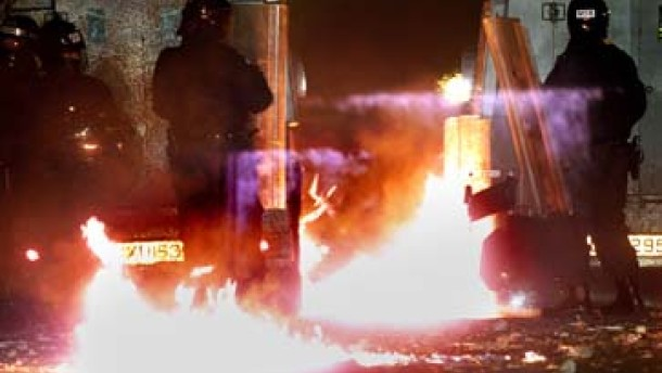 Wieder Straßenschlachten in Belfast