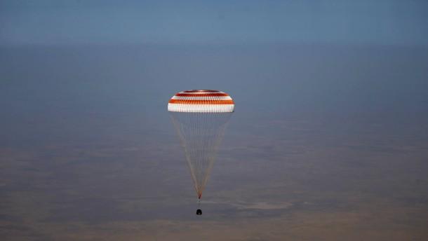 Drei Raumfahrer in Kasachstan gelandet