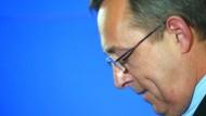 Gesenktes Haupt: Strieder erklärt seinen Rücktritt von allen Ämtern