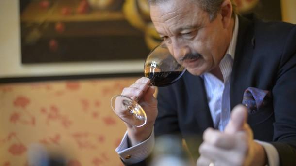 """""""Jeder Spitzenwinzer nimmt Maß an Bordeaux"""""""