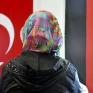Die Türkei und Deutschland gehen unterschiedliche Wege. Für viele Deutsch-Türken stellt sich die Frage, welchen sie für richtig halten.