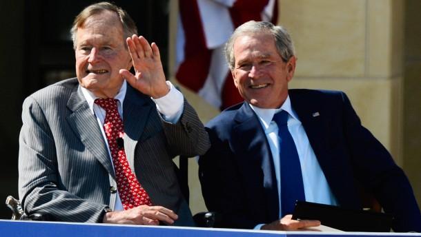 Bush senior kritisiert Berater seines Sohnes