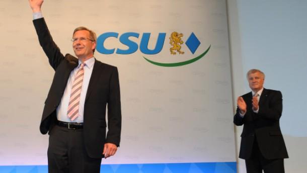 Seehofers Solo übers politische Feld