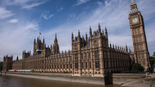 Britischer Abgeordneter der Vergewaltigung beschuldigt