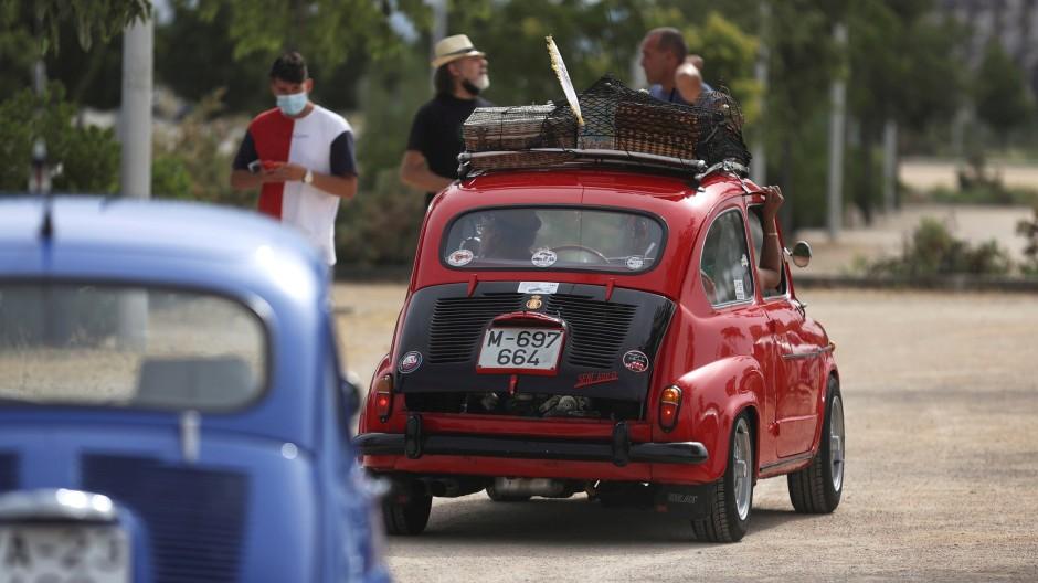 Zwei Seat 600-Oldtimer in Spanien