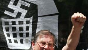Tausende protestieren gegen NPD-Aufmarsch
