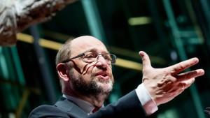 Schulz greift an, Steinbrück grätscht dazwischen