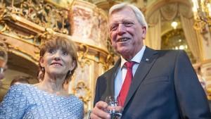 Hessens Ministerpräsident zurück im Volk
