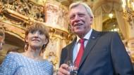 Volker Bouffier mit seiner Frau Ursula im Staatstheater