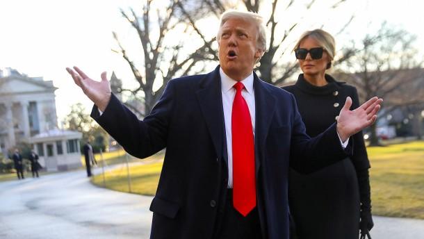 """Ankläger werfen Trump """"Verrat von historischem Ausmaß"""" vor"""