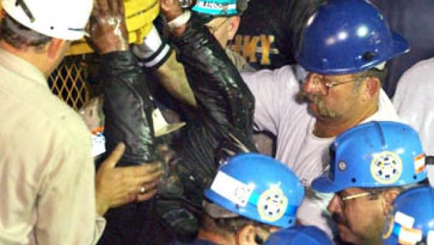 Neun eingeschlossene Bergleute befreit