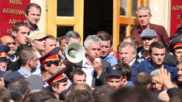 Präsidentenpalast in Abchasien gestürmt