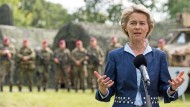 Verteidigungsministerin Ursula von der Leyen (CDU) bei einem Besuch der Division Schnelle Kräfte in Stadtallendorf