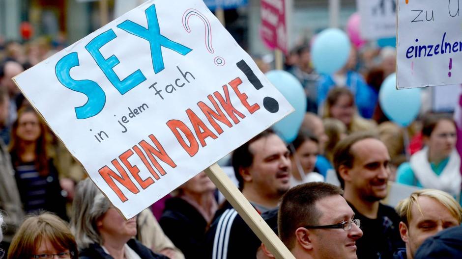 Demonstration gegen den grün-roten Bildungsplan 2015 im April in Stuttgart
