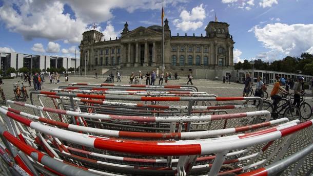 Polizei verstärkt Kräfte im Umfeld des Reichstagsgebäudes