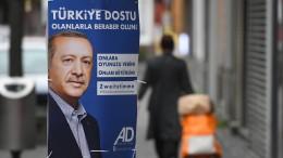 Wieso Erdogan auf Wahlplakaten in Deutschland prangt