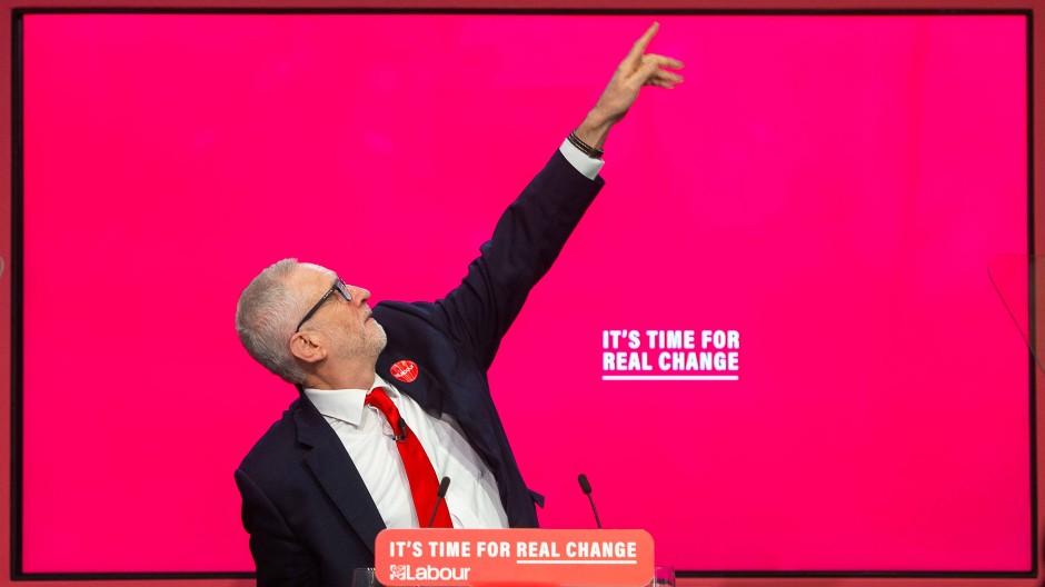 Jeremy Corbyn bei der Vorstellung des Labour-Wahlprogramms