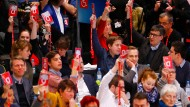 Ein Ja, das wie ein Nein wirkte. Die Delegierten der SPD stimmen über den Leitantrag ihres Vorstandes zur Aufnahme von Koalitionsverhandlungen mit der Union ab.