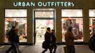 Urban Outfitters irritiert mit Blut-Design