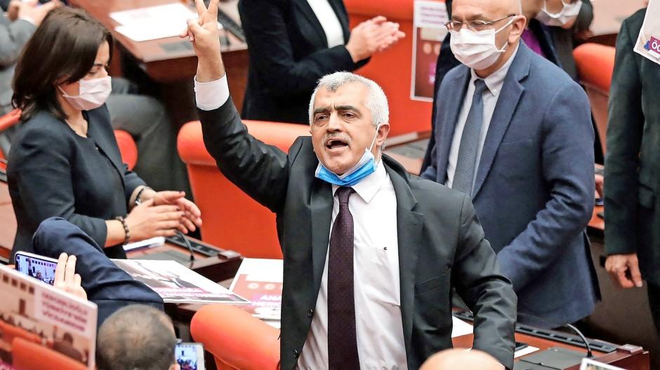 Ömer Gergerlioglu im türkischen Parlament am 17. März