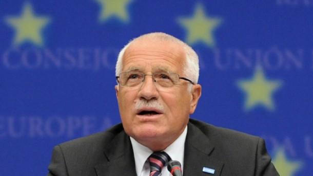 Tschechiens Präsident Klaus gibt nach