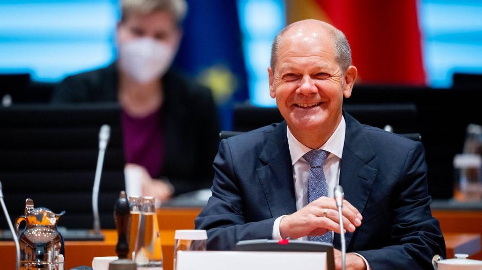 Von sich überzeugt: Olaf Scholz leitet am 4. August die Kabinettssitzung.