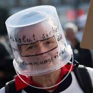 Demonstrantin gegen die Corona-Maßnahmen am Sonntag in Berlin