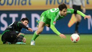 VfL Wolfsburg's Diego and Werder Bremen's  Junuzovic fight for the ball during their German Bundesliga first division soccer match in Wolfsburg
