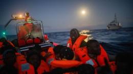 """Seehofer: Deutschland könnte Gerettete von """"Sophia""""-Einsatz aufnehmen"""