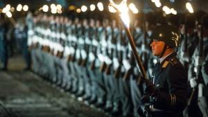 Großer Zapfenstreich für Afghanistan-Einsatz vor dem Reichstag