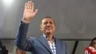 Mit ihm ist nicht zu spaßen: der türkische Präsident Erdogan am Tag nach dem gescheiterten Putsch.