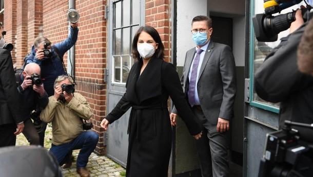 "Laschet sagt Baerbock ""fairen, frischen"" Wahlkampf zu"