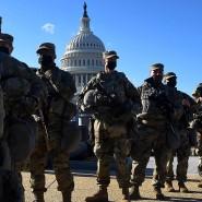 Nationalgardisten bewachen das Kapitol kurz vor Beginn der Amtseinführung.
