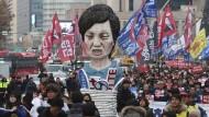 Gewerkschaftler protestieren am vergangenen Mittwoch in Seoul gegen die Präsidentin.
