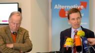 Als die AfD mit Professoren an Bord noch bürgerlich war: Der damalige AfD-Vorsitzende Bernd Lucke (r), am 22. Mai 2015 während einer Pressekonferenz im Stadtschloss Potsdam. Links steht der heutige AfD-Bundestagsfraktionsvorsitzende  Alexander Gauland.