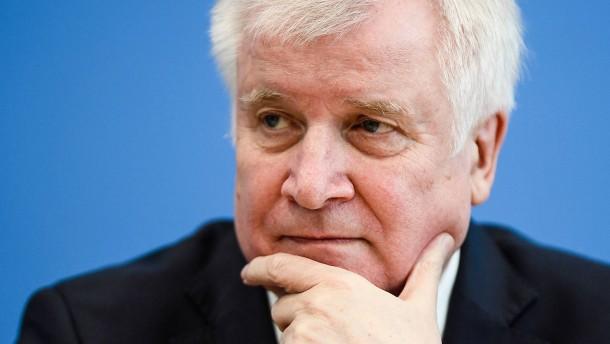 CSU kritisiert Seehofers Plan zur Aufnahme von Flüchtlingen