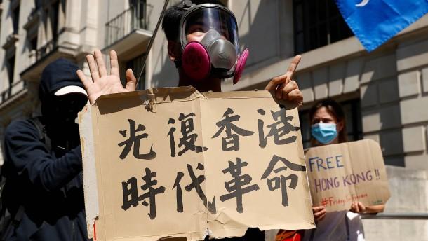 Verschiebung der Wahl in Hongkong stößt auf Empörung