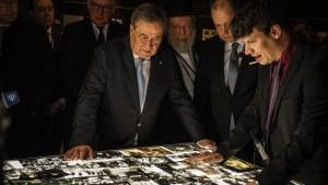 Laschet schämt sich für Antisemitismus und Rassismus in Deutschland