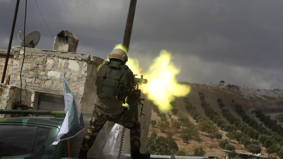 Kämpfer der türkischen Freien Armee üben am 7. Oktober für den Einmarsch in der Türkei.
