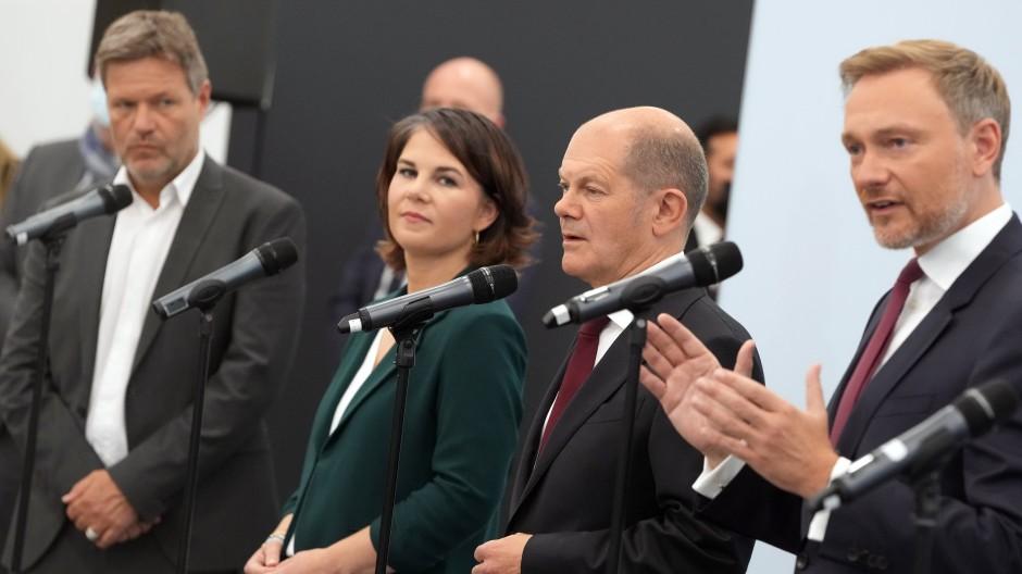Wollen eine Ampel-Koalition schmieden: Robert Habeck, Annalena Baerbock, Olaf Scholz, Christian Lindner