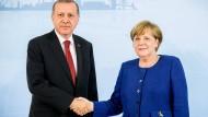 Gute Miene zum bösen Spiel: Seit den Gesprächen des G20-Gipfels im vergangenen Juli haben sich die deutsch-türkischen Beziehungen weiter angespannt.