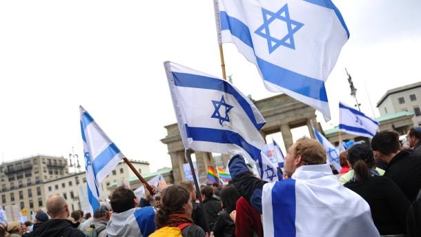 Tausende demonstrieren gegen Antisemitismus