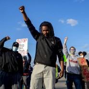Friedlicher Protest gegen Polizeigewalt in Flint Township, Michigan