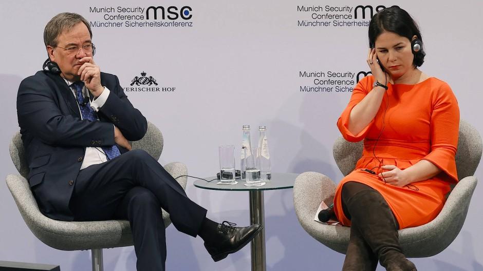 Ziemlich einig: Armin Laschet (CDU) und Annalena Baerbock auf der Münchner Sicherheitskonferenz