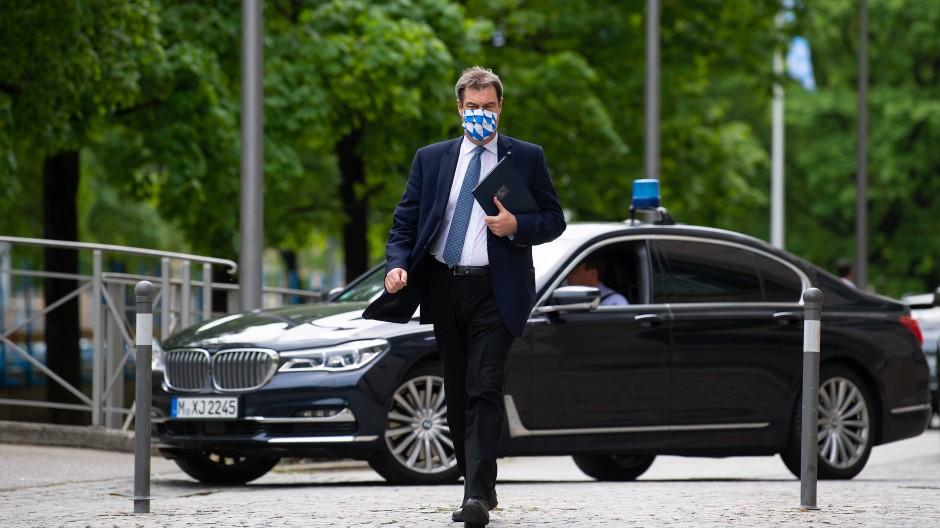 Blaulichtfahrten seien das Privileg des Politikers, hat Markus Söder sinngemäß einmal gesagt.