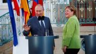 Merkel und Putin in Meseberg: Mehr Kontroversen als Gemeinsamkeiten