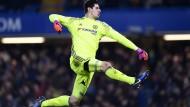 Chelseas Thibaut Courtois freut sich über den dritten Treffer der Blues gegen Stoke City.